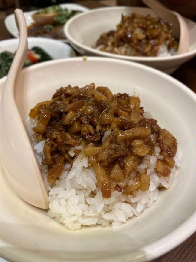 滷肉飯也是原PO大推的餐點之一。(圖/翻攝自Dcard)