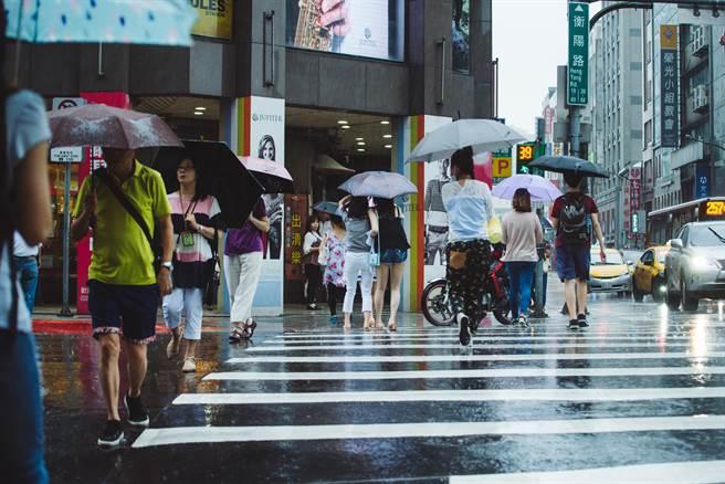 台灣久旱不雨,不少人都期待梅雨或是颱風來能緩解,鄭明典在臉書分享今年的梅雨觀測圖,並表示到5月21日為止,都不會有梅雨。(圖/示意圖,達志影像)