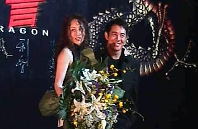 李連杰10年前與老婆利智一起出席《龍吻》香港首映。(本報系資料照)