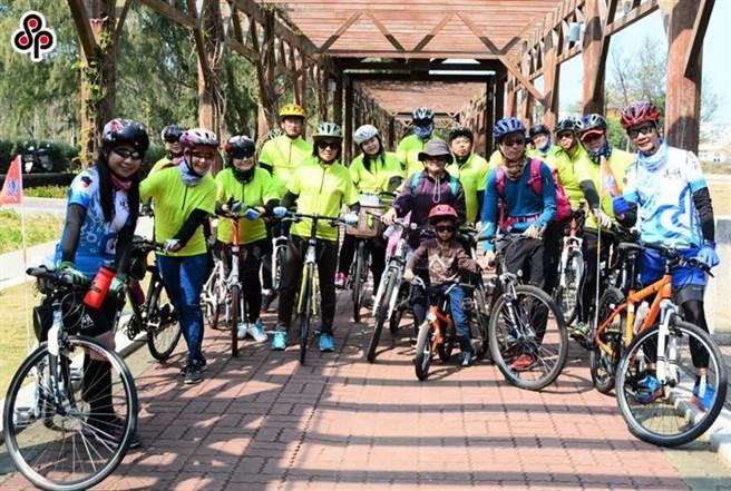 (台灣有自行車王國美譽,圖為離島自行車旅遊的熱鬧人潮。圖/本報資料照片)