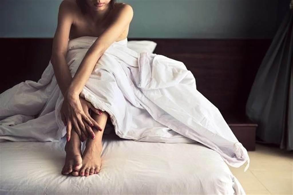 女友躺著賺比自己多 意外接露「上流圈專屬」小模援交團(示意圖/達志影像)
