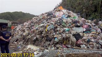 石門保護區內驚見2層樓高垃圾山 散發惡臭民眾怒檢舉