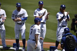 MLB》道奇爽領冠軍戒 鈴木一朗意外出現笑翻球迷