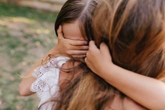 稱女兒亂拿同學彩色筆小事 家長戰網友:懂媽的心情?