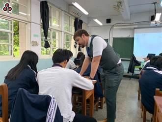 推動雙語國家政策 教育部110年起招募300名外師