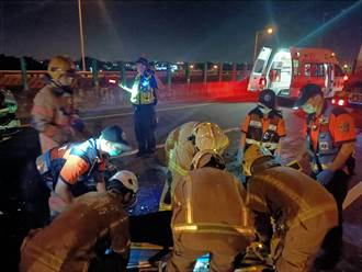 小客車台86線失控自撞 1家4口輕重傷 母坐副駕送醫前無呼吸心跳