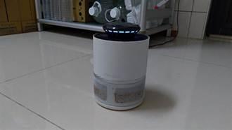 買光觸媒捕蚊燈試用3天 他曬「蚊子屍海照」網驚呆