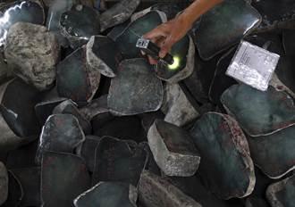 美國制裁出現破口 緬甸軍方拍賣玉石 上億資金納囊中
