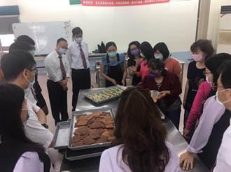 安南醫院免費社區健檢 台南地區農會義買手工餅乾