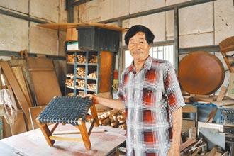 廢木材製剝蚵椅 2年賣400張