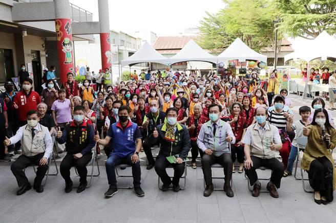 台南市長黃偉哲今天視察永康區建設進度,強調將讓永康朝「新興都會型重鎮」目標邁進。(曹婷婷攝)