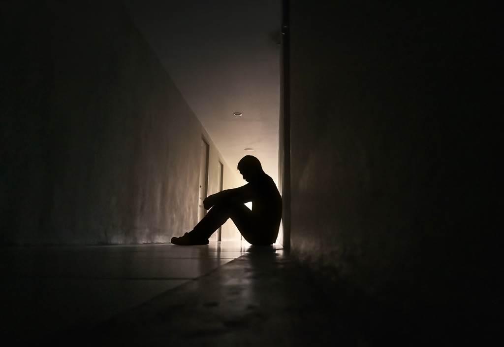 1名大陸籍導遊去年2月帶全家到墾丁入住1間民宿,晚上趁酒醉竟闖入其他房間欲性侵其他女子。(示意圖/Shutterstock提供)