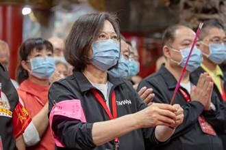 參拜白沙屯媽祖 蔡英文:團結互助 克服疫情、水情挑戰