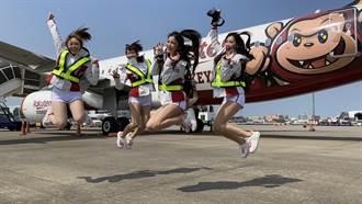 台灣虎航首架彩繪機今首航 樂天桃猿隊球員、粉絲空中同歡