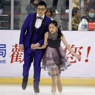 滑冰》青年盃首創家庭娛樂組 家長與小孩溫馨共舞