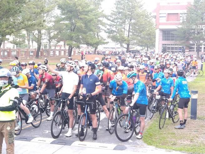 今年吸引自行車好手共956人參與,其中包括,來自英國、法國、德國、加拿大、美國及菲律賓(最大團)等多達18國參賽。(南投縣政府提供/張妍溱台中傳真)