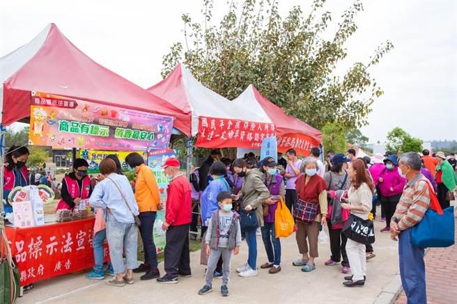 金寧鄉公所今年在和平紀念公園主場規畫30攤的園遊會,邀請美食和文創相關業者共襄盛舉。(金寧鄉公所提供)
