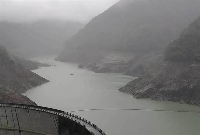 德基水庫水位11日下探至1329.33公尺,蓄水量僅4.8%。(台電提供/陳淑娥台中傳真)