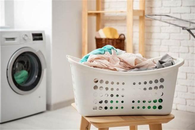 一名人妻因為家中洗衣機故障,找官網技師維修噴了6800元,事後打電話問客服才發現自己被騙,瞬間臉綠。(示意圖/達志影像)
