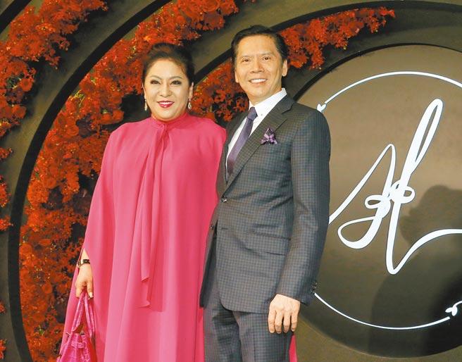 香港影劇大亨向華強(右)夫婦。(本報資料照片)