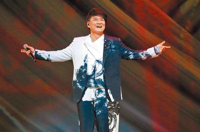 周華健昨帶來一連串經典好歌,還特地換了個新髮型。(粘耿豪攝)