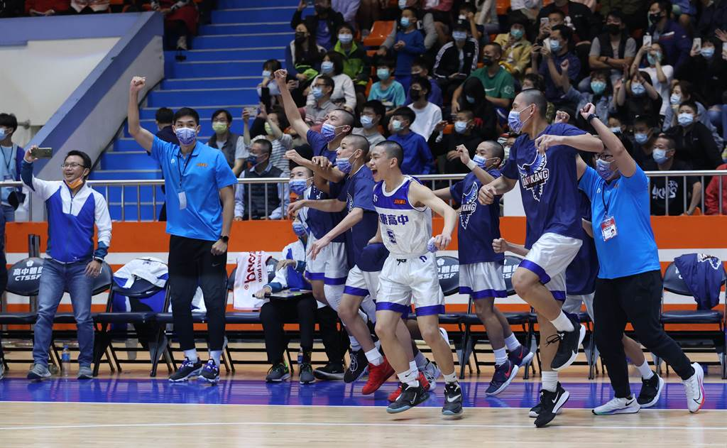 安康在109學年JHBL籃球聯賽於預、複、決賽三階段累積13連勝完美封王。(高中體總提供)