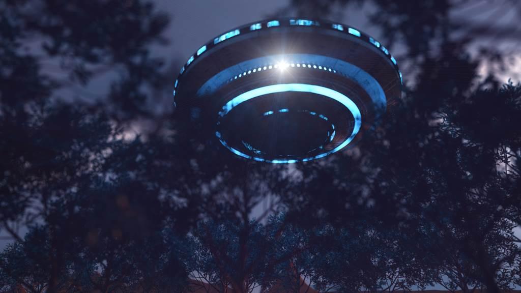 美國北達科他州被目擊夜空中有UFO飛過,隔天當地竟有2頭乳牛離奇暴斃,詭異巧合掀起網友熱議。(示意圖/達志影像)
