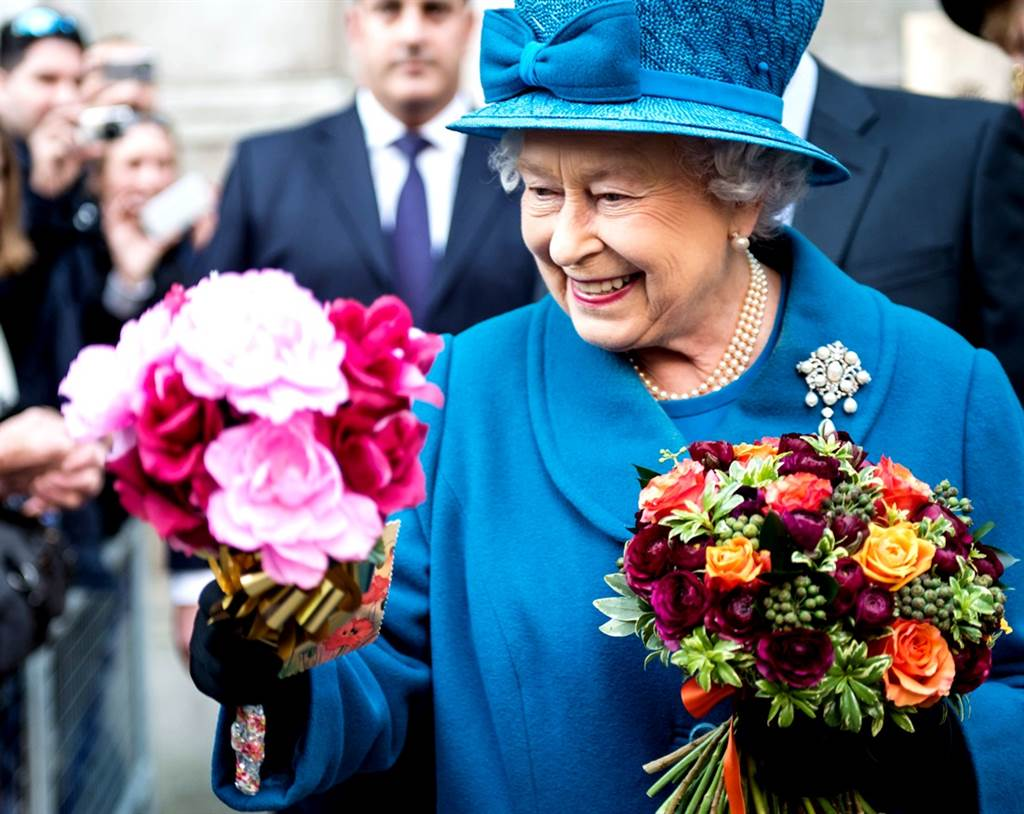 英國菲立普親王與世長辭會加速高齡94歲的女王伊麗莎白二世(Queen Elizabeth II)退位?專家指不可能,因為68年前女王加冕時已經和上帝達成協議,不能退位。(資料照/TPG、達志影像)