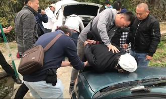 師徒搶匪破窗搶14條金飾逃2天 苗栗警逮人宣告破案
