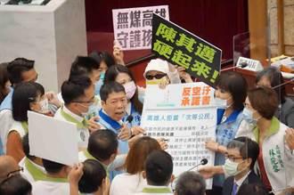 藍議會黨團人海包圍陳其邁 怒嗆空汙政策別畫虎爛