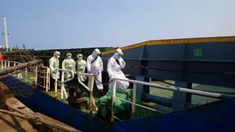 帛琉貨輪死亡船員運抵台中港 檢疫人員全副武裝