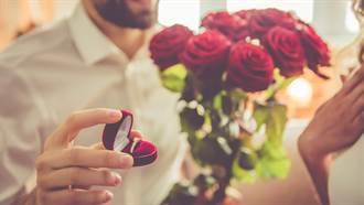 男子帶樂團到樓下求婚 竟目擊女友「窗前吞吐」激戰ING
