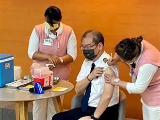 AZ疫苗擴大接種 華航機師老總搶頭香