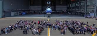 華航747光榮退役 航空迷排列747字樣道別