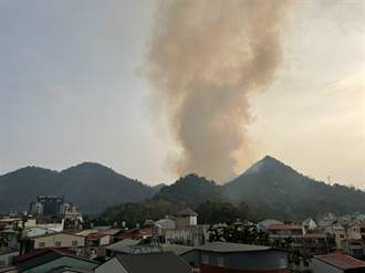 魚池國中旁雜草火災 濃煙直上如火山爆發