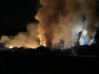 岡山廢棄物火警 消防局控制火勢