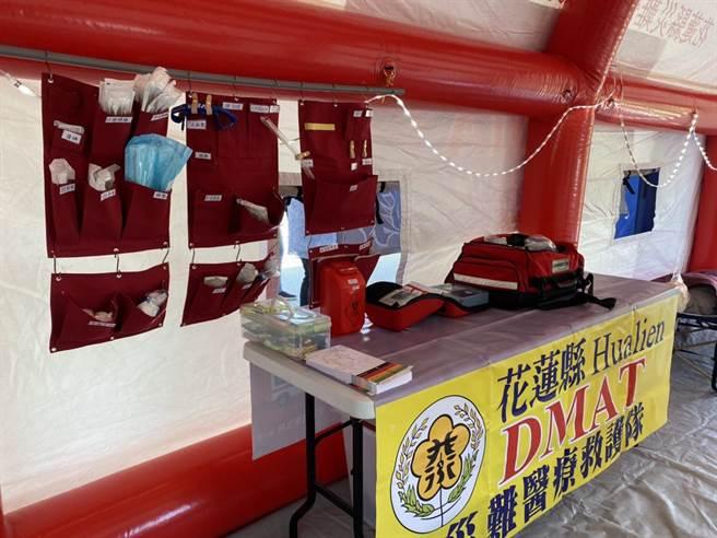 中華民國牙醫師公會全國聯合會今捐贈一百萬元給花蓮縣災難醫療救護隊(DMAT),更新急救設備。(羅亦晽攝)