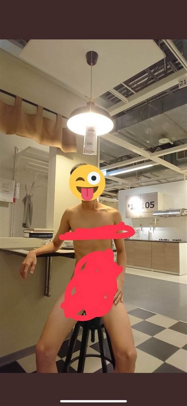 男子在賣場各個角落裸拍,令網友看傻眼。(圖/翻攝自Dcard)