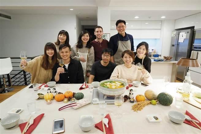 自煮生活用心布置每堂課的場景,來這裡不僅學做菜,還能培養品嚐生活滋味的能力。 (圖/林格立提供)