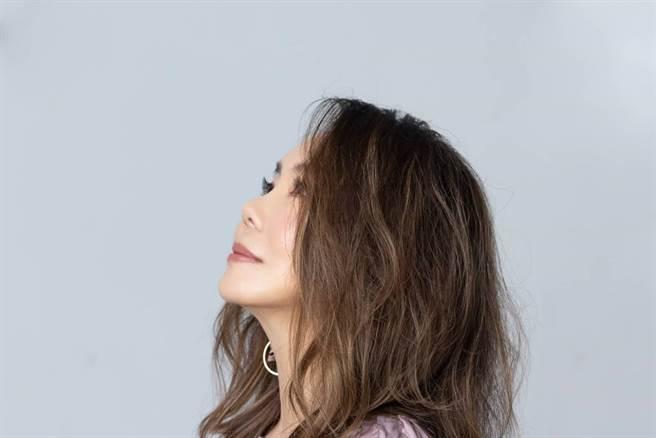 辛曉琪近來除了籌備演唱會,也推出新歌〈遙寄〉。(圖/三元素影藝提供)