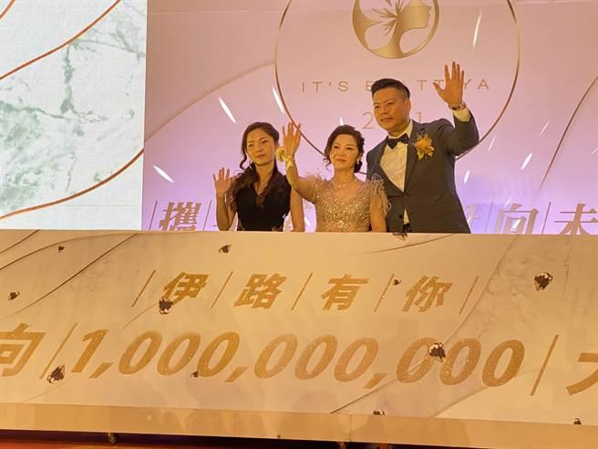 董事长刘依淳宣布2021年要达到10亿目标。(蔡依珍摄)