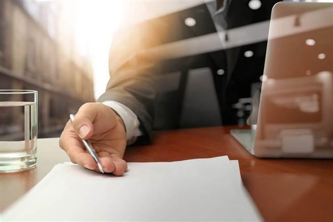 有網友好奇詢問,人力銀行出現哪些關鍵字一定是爛工作?過來人曝4字。(示意圖/達志影像)