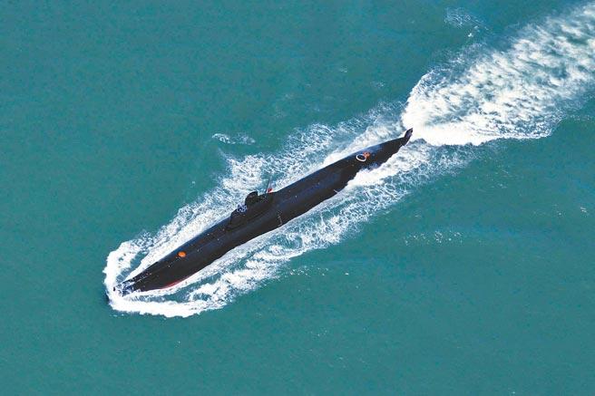 大陸全力發展量子科技,利用量子技術的「超導量子干涉儀」可有效偵測潛艇。圖為中共海軍南海艦隊潛艇支隊在南海海域進行海上訓練。(中新社)