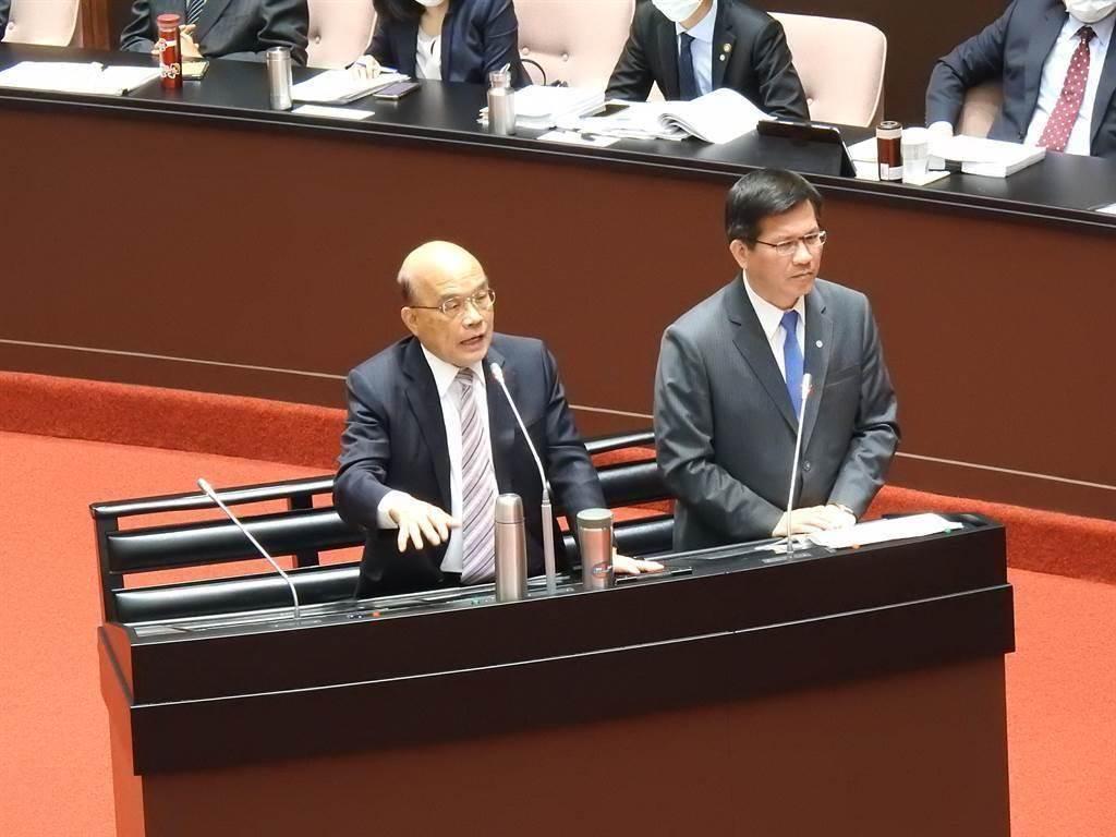 行政院长苏贞昌(左)、交通部长林佳龙(右)。(图为中时资料照)