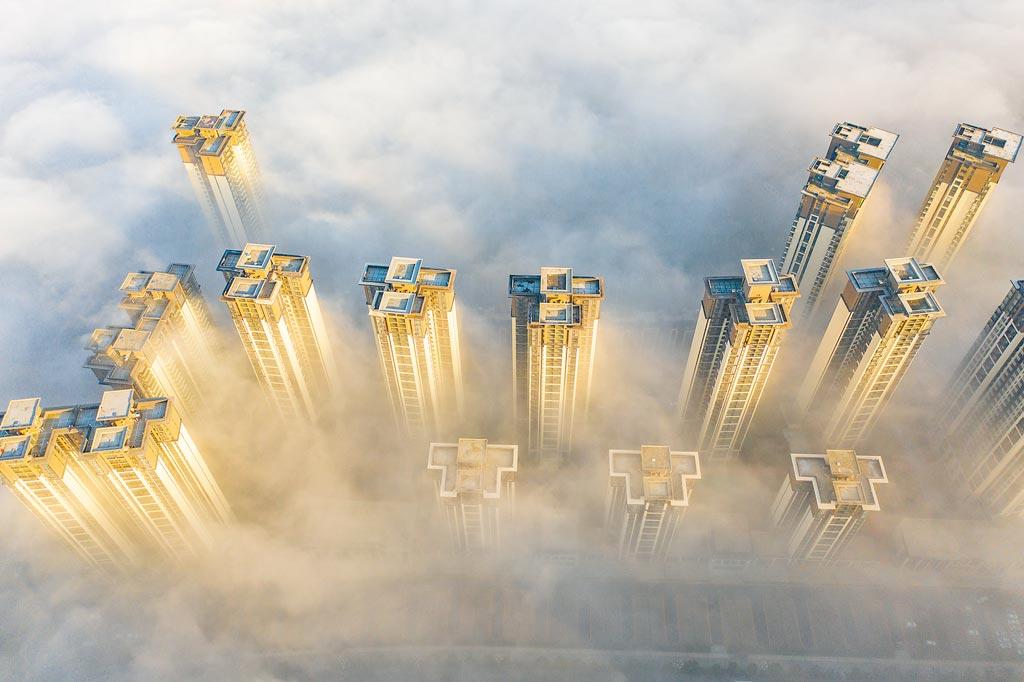 從2010年到2020年,大陸GDP的10年增幅前10名主要城市中,中西部城市占了8座。圖為貴陽市霧景。(新華社)