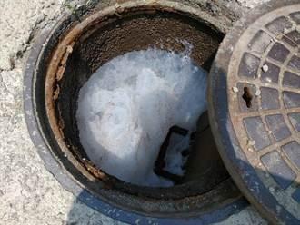 觀音工業區泡泡滿天飛 環局:生科公司排放泡沫水