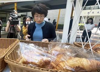 台東縣政府開放中庭供商家進駐 縣長饒慶鈴「忍未條」大採購