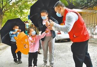 雲南瑞麗首批8名新冠肺炎患者 治愈出院
