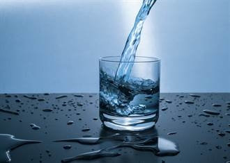 「有甜味」 人類可以嚐出普通水與重水的差別