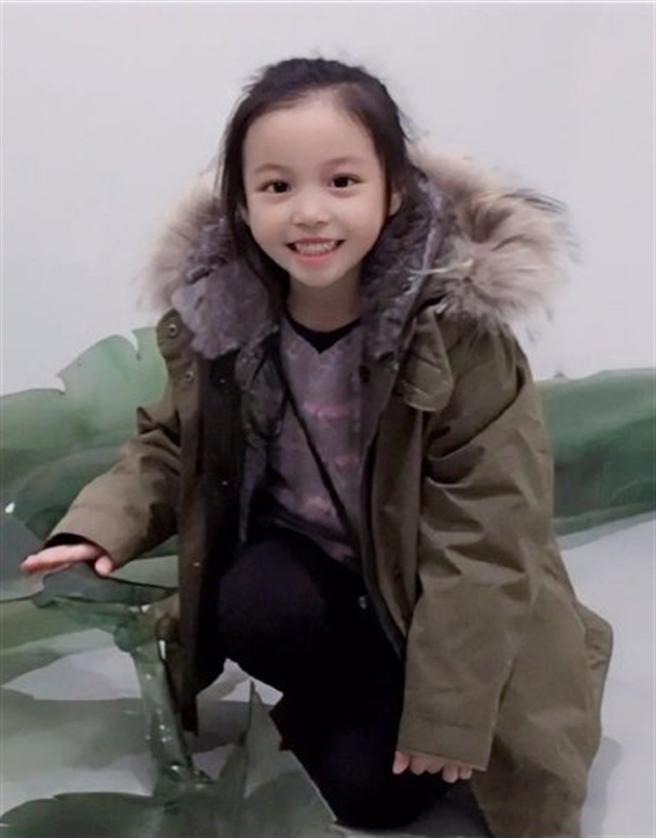 小四月遺傳了趙薇的好基因。(圖/翻攝自趙薇微博)